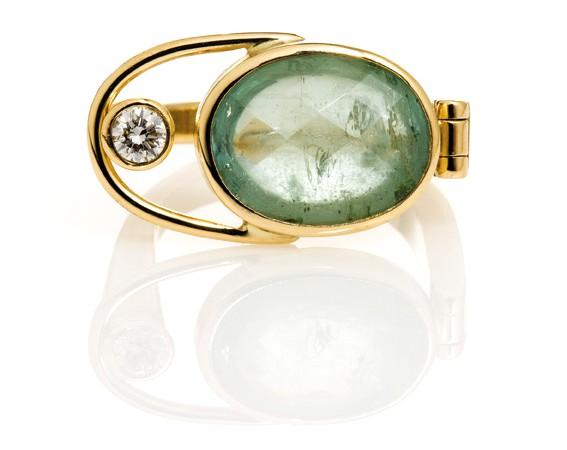gold-ring-with-green